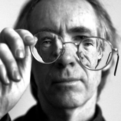 Ian McEwan: Recriando o complexo mundo moderno / Fronteiras do pensamento