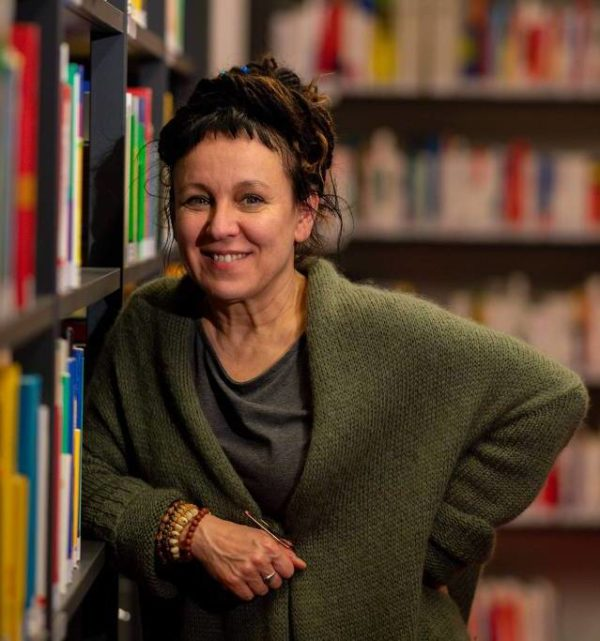 [TEXTO] Olga Tokarczuk e o Nobel tardio – Quatro cinco um